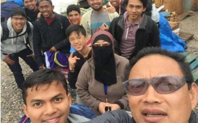 This Inspiring Malaysian Couple Spends 14 Hours A Day Feeding 1,500 Refugees!